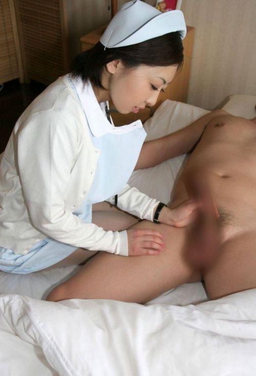 看護師(ナース)が手コキでお世話する気持ち良さそうなエロ画像 29枚 No.10