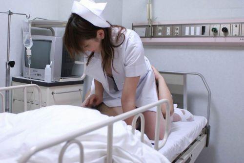 看護師(ナース)が手コキでお世話する気持ち良さそうなエロ画像 29枚 No.12