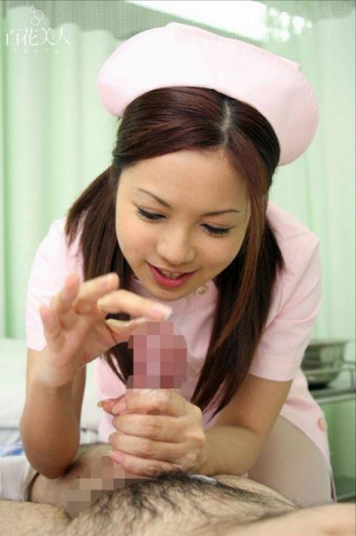 看護師(ナース)が手コキでお世話する気持ち良さそうなエロ画像 29枚 No.13