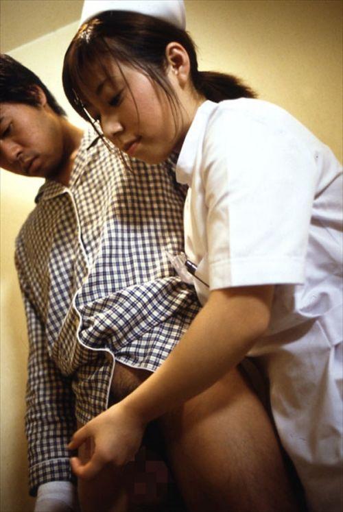 看護師(ナース)が手コキでお世話する気持ち良さそうなエロ画像 29枚 No.21