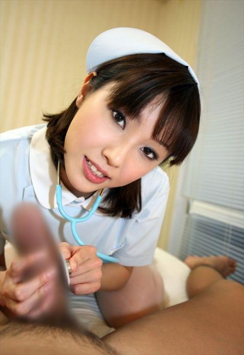 看護師(ナース)が手コキでお世話する気持ち良さそうなエロ画像 29枚 No.23