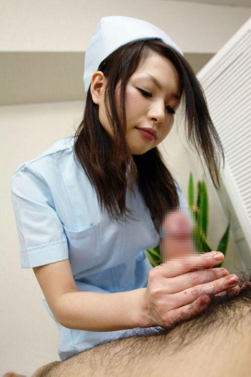 看護師(ナース)が手コキでお世話する気持ち良さそうなエロ画像 29枚 No.27