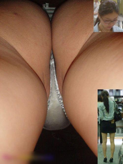 【盗撮画像】ベージュのストッキング履いたOLのスカートを逆さ撮りしたったwww No.15