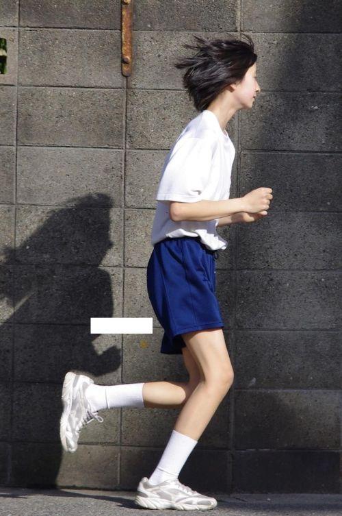 筋肉質でムチムチな部活JKがブルマを履いたエロ画像 No.39