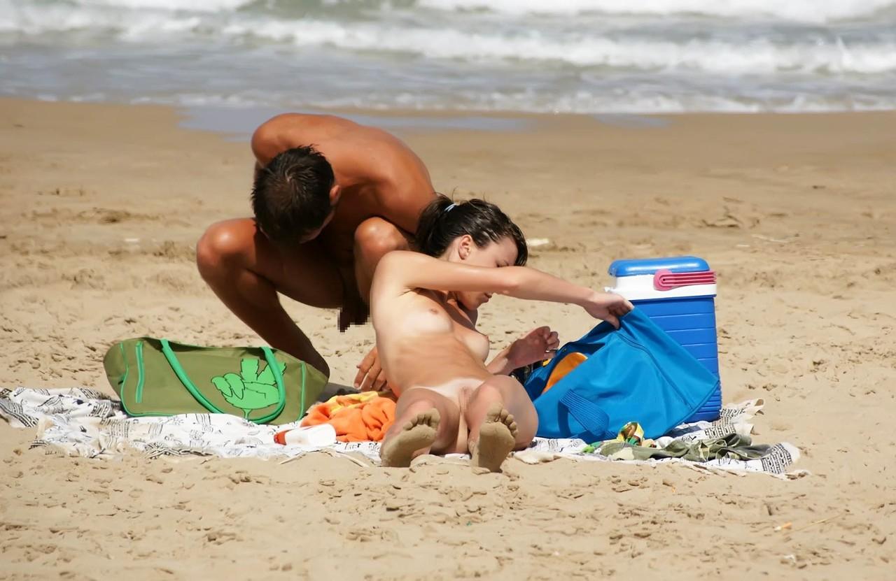 海外りょこうで一度は行きたい地上の楽園ヌーディストビーチのえろ写真