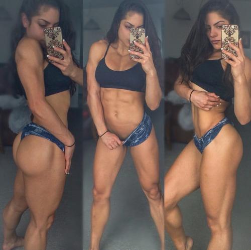 【画像】自分の筋肉の美しさを自撮りしちゃう外人女性達! 37枚 No.9