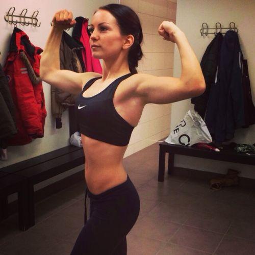 【画像】自分の筋肉の美しさを自撮りしちゃう外人女性達! 37枚 No.26