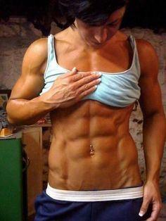 【画像】自分の筋肉の美しさを自撮りしちゃう外人女性達! 37枚 No.27