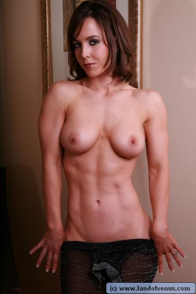 【画像】自分の筋肉の美しさを自撮りしちゃう外人女性達! 37枚 No.29