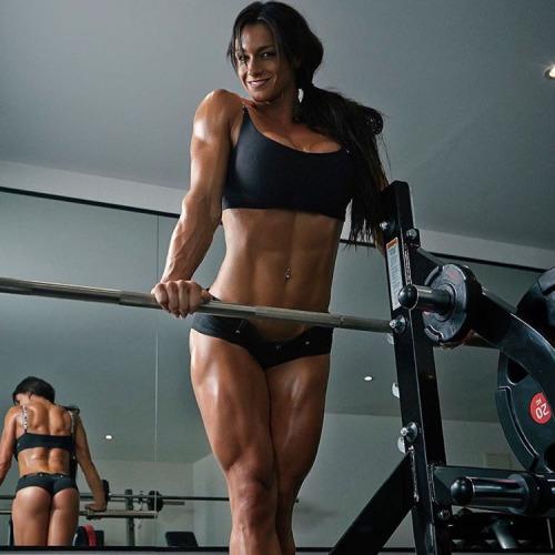 【画像】自分の筋肉の美しさを自撮りしちゃう外人女性達! 37枚 No.37