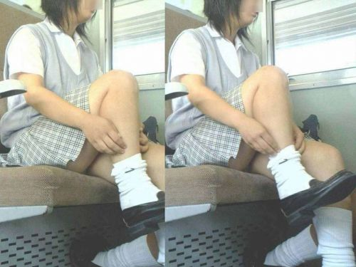 電車通学してるJKの油断した瞬間を激写した盗撮画像まとめ No.1