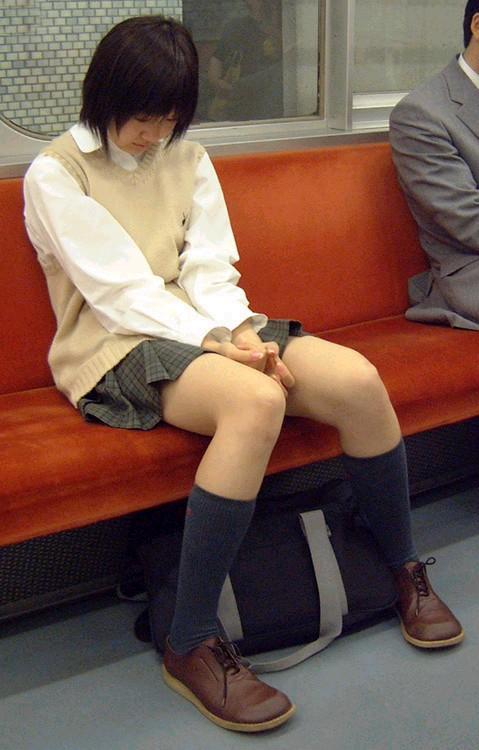 電車通学してるJKの油断した瞬間を激写した盗撮画像まとめ No.2