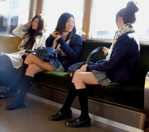 電車通学してるJKの油断した瞬間を激写した盗撮画像まとめ No.6