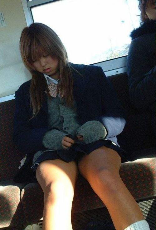 電車通学してるJKの油断した瞬間を激写した盗撮画像まとめ No.13