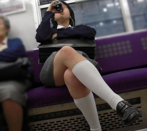 電車通学してるJKの油断した瞬間を激写した盗撮画像まとめ No.34