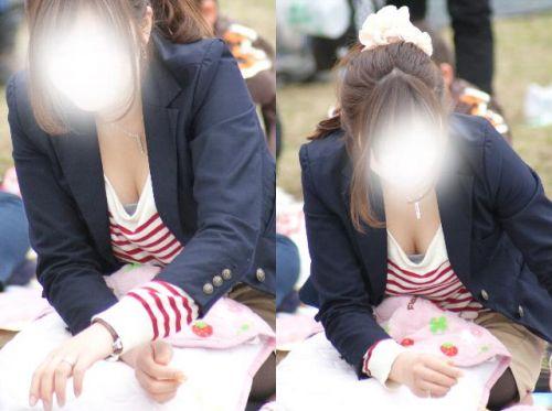前屈みで激エロに胸チラになっちゃってるお姉さんのエロ画像 No.11