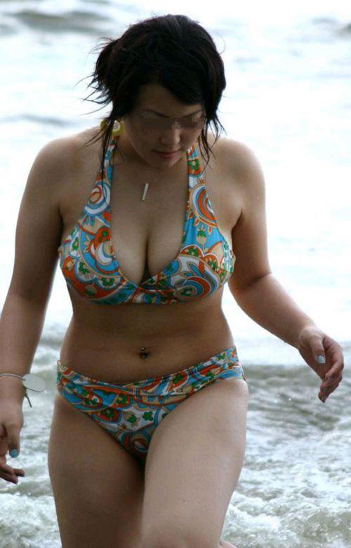 【盗撮画像】夏の風物詩だ!エロいギャルの水着おっぱい! 35枚 No.9