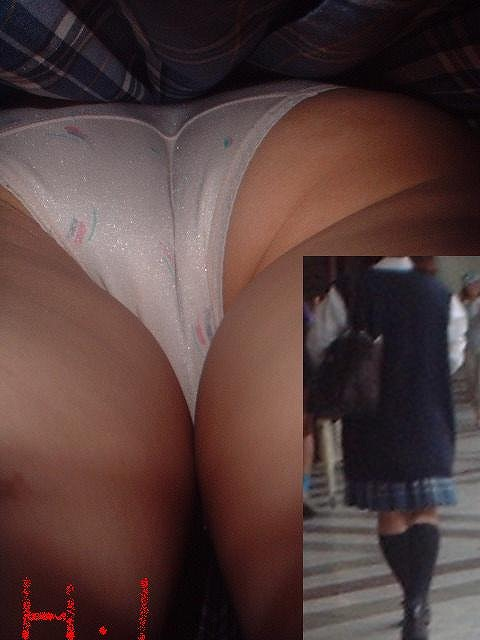セーラー服やブレザーのJKを逆さ撮りする盗撮エロ画像 No.35