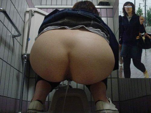 和式トイレの盗撮画像がお尻丸出しでエロ過ぎるわ 39枚 part.2 No.3