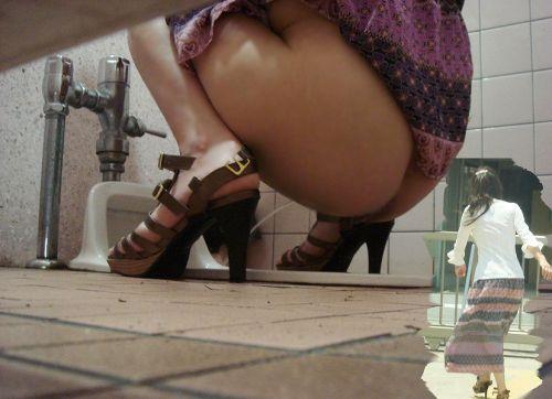 和式トイレの盗撮画像がお尻丸出しでエロ過ぎるわ 39枚 part.2 No.14
