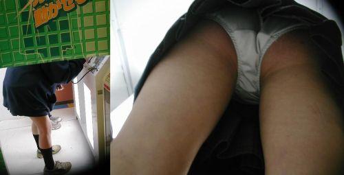 プリクラに夢中になってる素人JKのパンティを逆さ撮りした画像まとめ 42枚 No.22