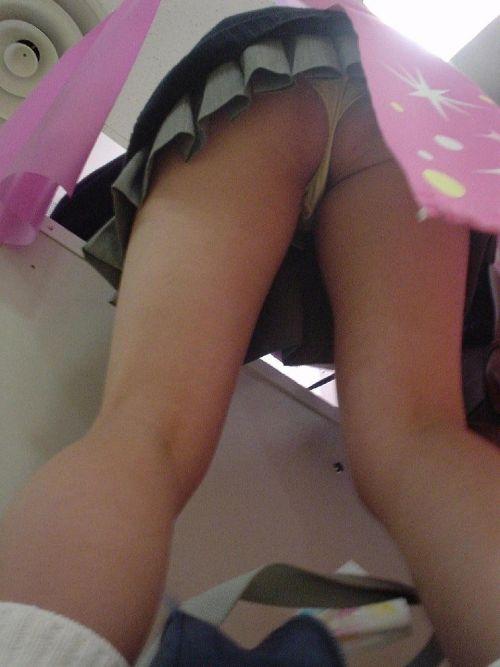 プリクラに夢中になってる素人JKのパンティを逆さ撮りした画像まとめ 42枚 No.24