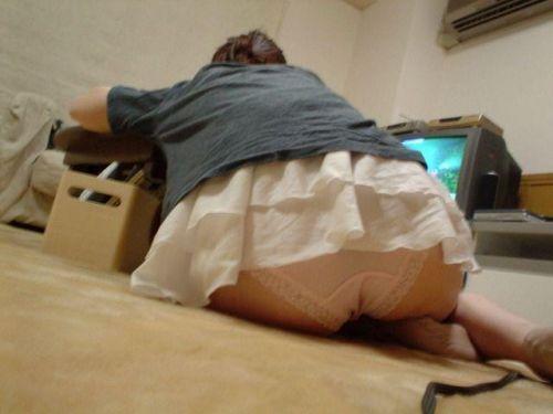 【盗撮画像】パンティ丸出しで寝てる女の子のお尻がエロ過ぎる! 37枚 No.1