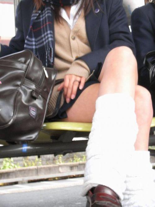 JKの綺麗な太ももがたっぷり堪能できちゃう盗撮画像www No.10
