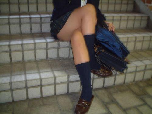 JKの綺麗な太ももがたっぷり堪能できちゃう盗撮画像www No.11