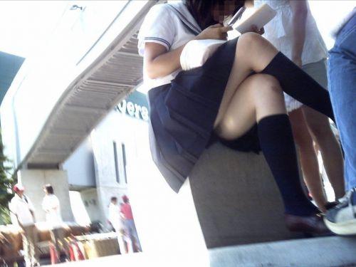 JKの綺麗な太ももがたっぷり堪能できちゃう盗撮画像www No.33