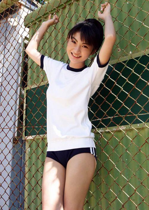 ノーブラノーパンでブルマと体操服を着てるJKとセックスしたくなるエロ画像 No.18