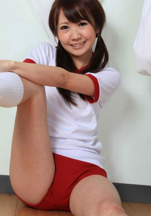 ノーブラノーパンでブルマと体操服を着てるJKとセックスしたくなるエロ画像 No.21