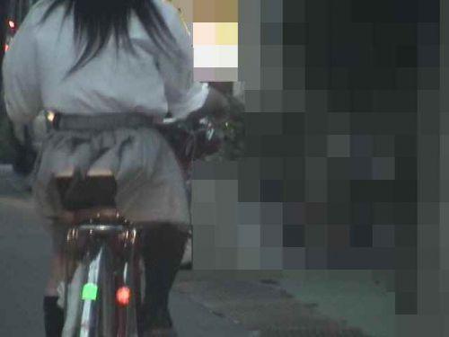 【盗撮画像】ミニスカJKが自転車通学すると当然パンチラしまくるよな 41枚 part.2 No.2