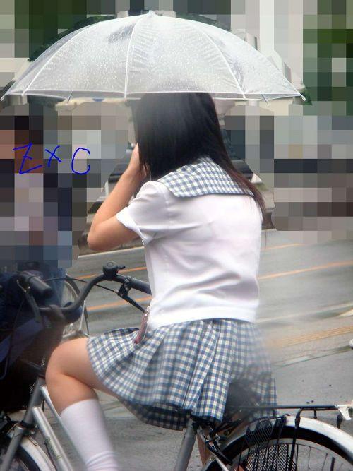 【盗撮画像】ミニスカJKが自転車通学すると当然パンチラしまくるよな 41枚 part.2 No.7