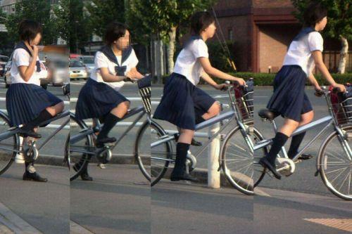 【盗撮画像】ミニスカJKが自転車通学すると当然パンチラしまくるよな 41枚 part.2 No.16