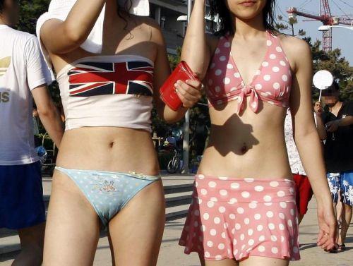 【エロ画像】普通の水着でも女性器ってポロリしちゃうんだね 43枚 No.27