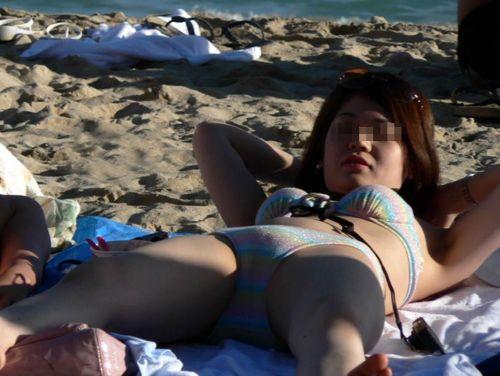 【エロ画像】普通の水着でも女性器ってポロリしちゃうんだね 43枚 No.31