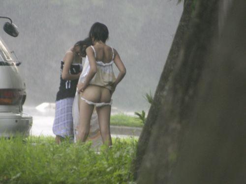 【エロ画像】普通の水着でも女性器ってポロリしちゃうんだね 43枚 No.42