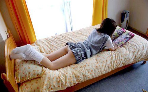 【画像】スカートがめくれ上がったJKの美尻のエロさが素晴らしいwww No.11