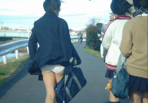 【画像】スカートがめくれ上がったJKの美尻のエロさが素晴らしいwww No.18