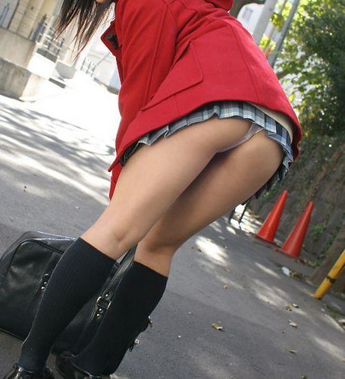 【画像】スカートがめくれ上がったJKの美尻のエロさが素晴らしいwww No.28
