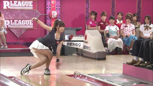 【エロ画像】ボーリング投球中という新たなパンチラスポットまとめ 31枚 No.8
