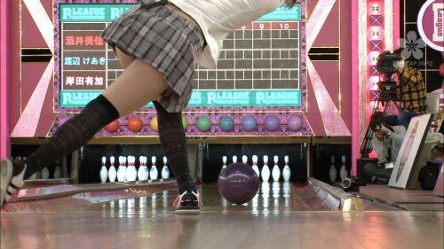 【エロ画像】ボーリング投球中という新たなパンチラスポットまとめ 31枚 No.26