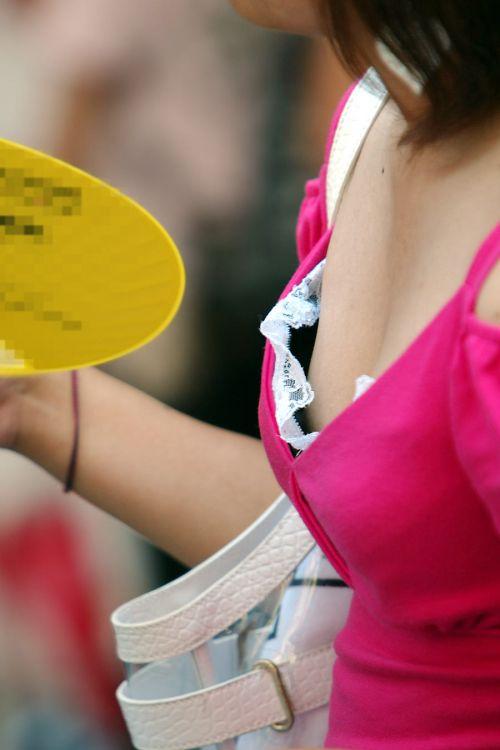 【胸チラ画像】貧乳のお姉さんが胸元はだけた服を着るとこうなりますw 39枚 No.3