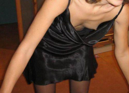 【胸チラ画像】貧乳のお姉さんが胸元はだけた服を着るとこうなりますw 39枚 No.17
