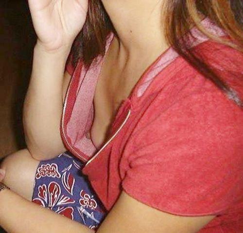 【胸チラ画像】貧乳のお姉さんが胸元はだけた服を着るとこうなりますw 39枚 No.26