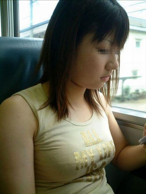 電車で座ってる場合じゃない可愛い女の子の胸チラ盗撮画像 35枚 No.18
