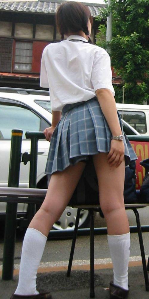 生足に色々な靴下履いたJKを盗撮したエロ画像まとめ No.7