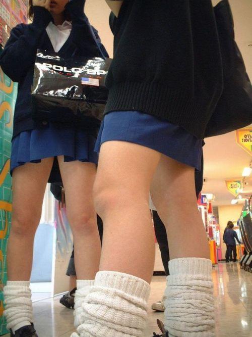 生足に色々な靴下履いたJKを盗撮したエロ画像まとめ No.8
