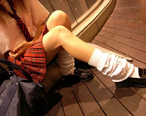 生足に色々な靴下履いたJKを盗撮したエロ画像まとめ No.19